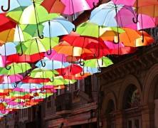 Gli ombrelli volanti