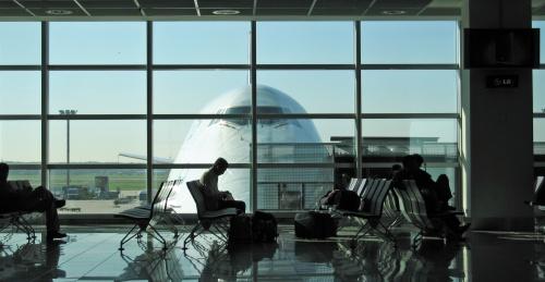 airport departure lounge In Aeroporto? Un Cinema!