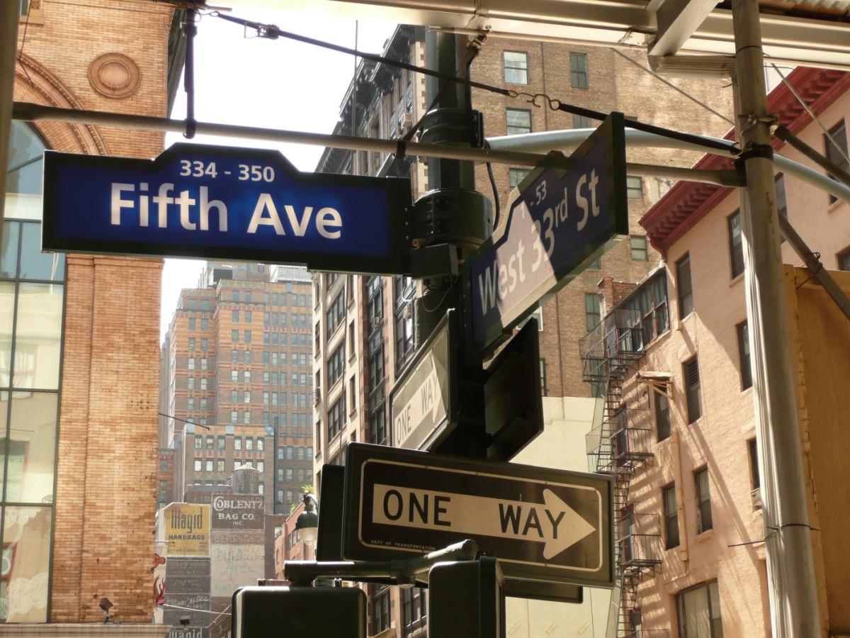 new york fifth avenue  New York la città dalle mille luci