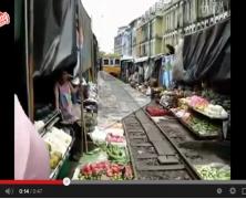 Il Mercato sui binari Thailandese