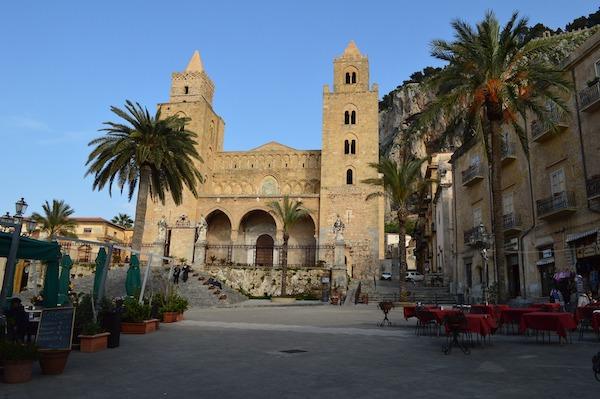 cefalu 695673 1920 Vacanze a Palermo e dintorni: perle della Sicilia